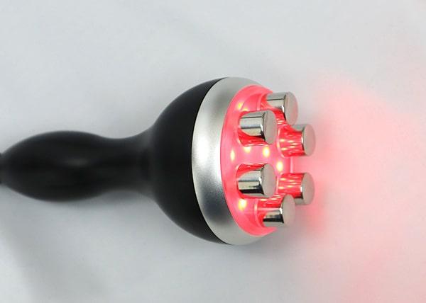 RED LEDを同時照射で更にお肌へハリと潤いを